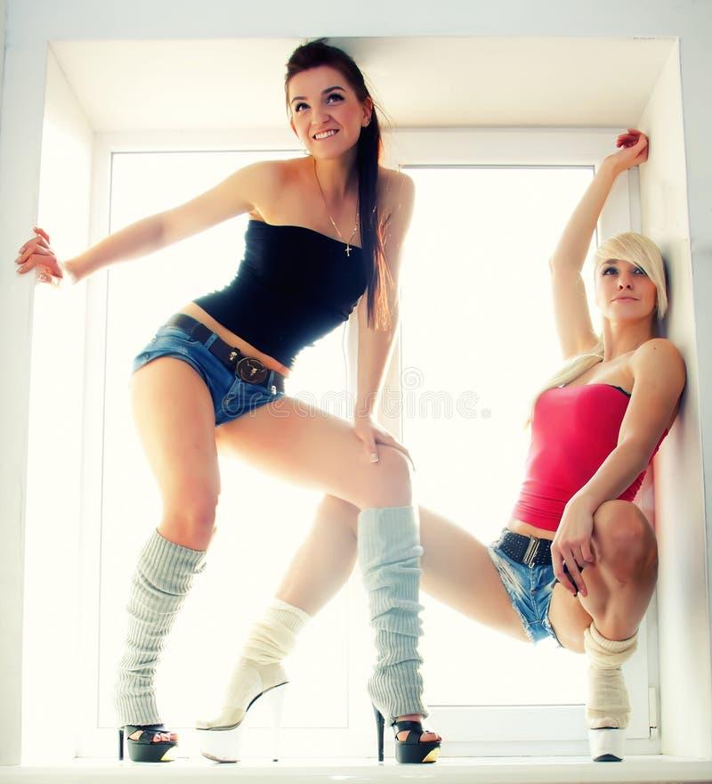 Due sport sexy delle ragazze fotografie stock libere da diritti