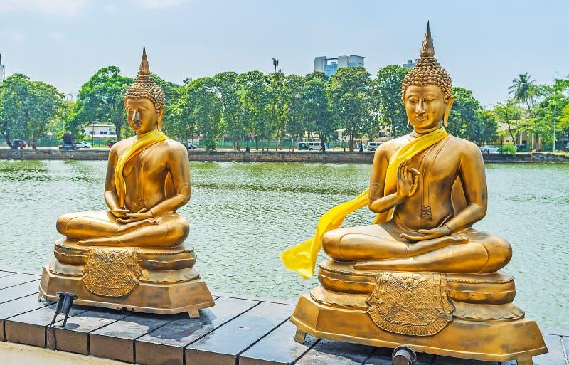 Due statue sul lago a Colombo fotografia stock