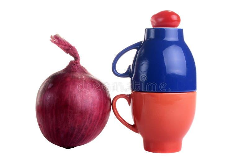 Due tazze con un pomodoro immagini stock libere da diritti