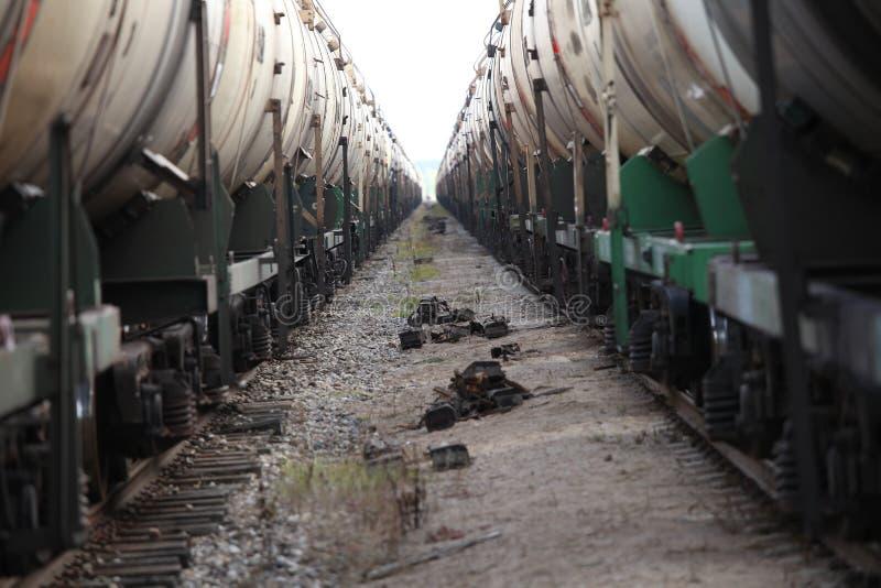 Due treni delle automobili sulla pista fotografie stock libere da diritti