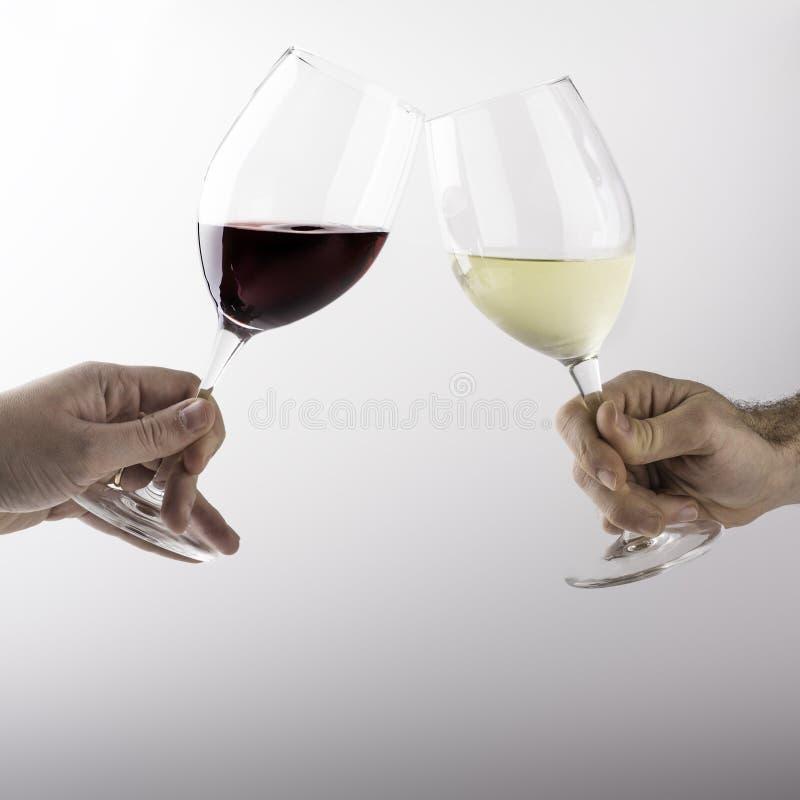 Due uomini celebrano con vetro fotografia stock libera da diritti