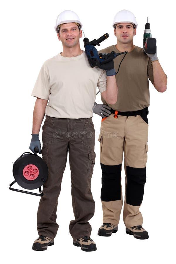 Due uomini che tengono i trapani immagini stock libere da diritti