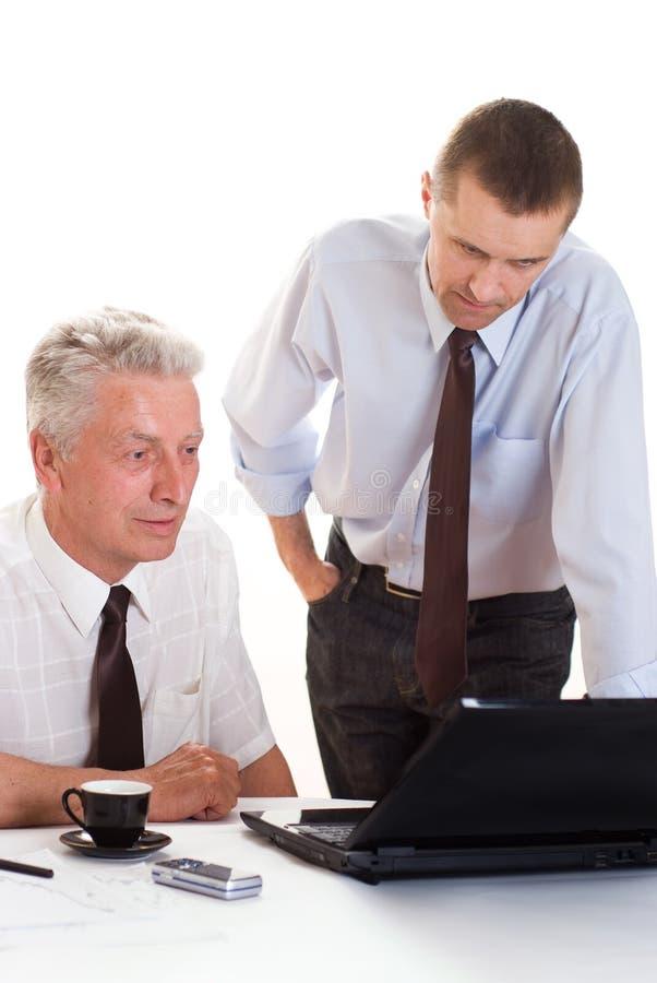 Due uomini d'affari che lavorano insieme immagine stock