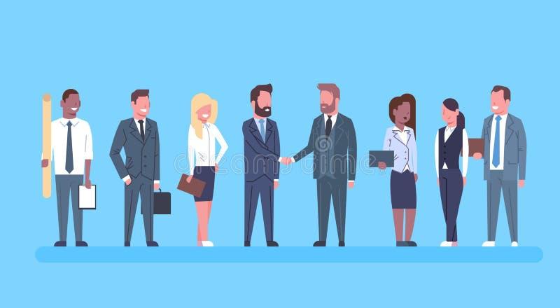 Due uomini di affari che stringono affare di Team Boss Successful Agreement Or delle persone di affari di concetto di scossa dell royalty illustrazione gratis