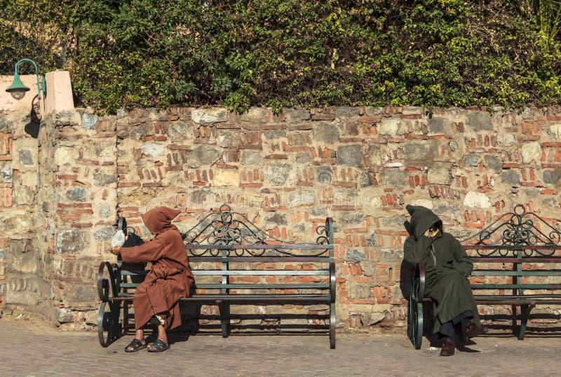 Due uomini nel quadrato di Marrakesh, Marocco fotografia stock