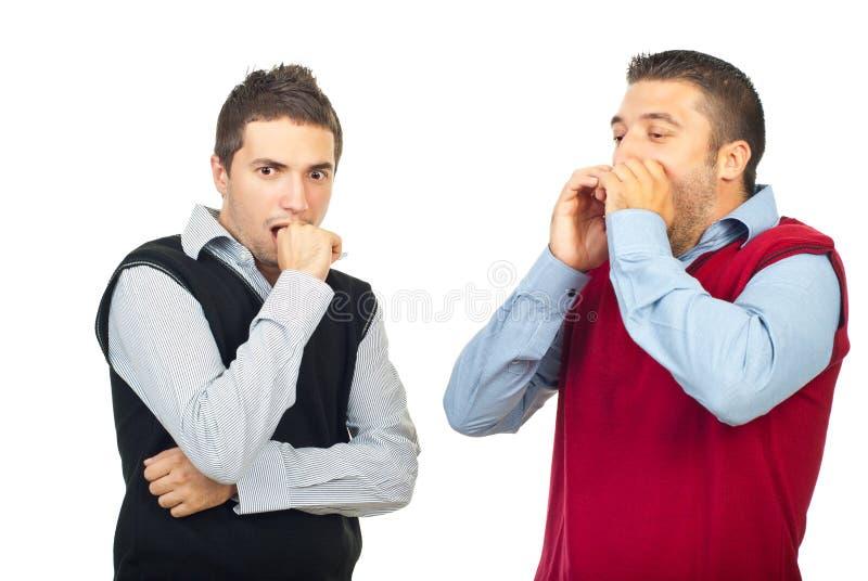 Due uomini scossi immagini stock
