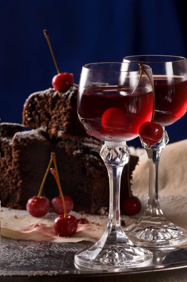 Due vetri con il liquore della ciliegia fotografia stock libera da diritti