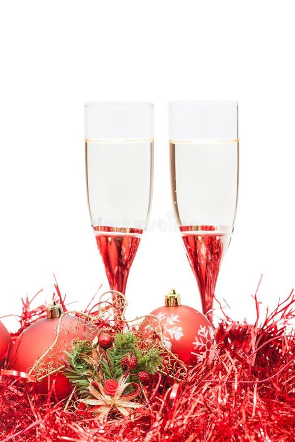 Due vetri di champagne e dell'angelo calcolano a rosso fotografia stock libera da diritti