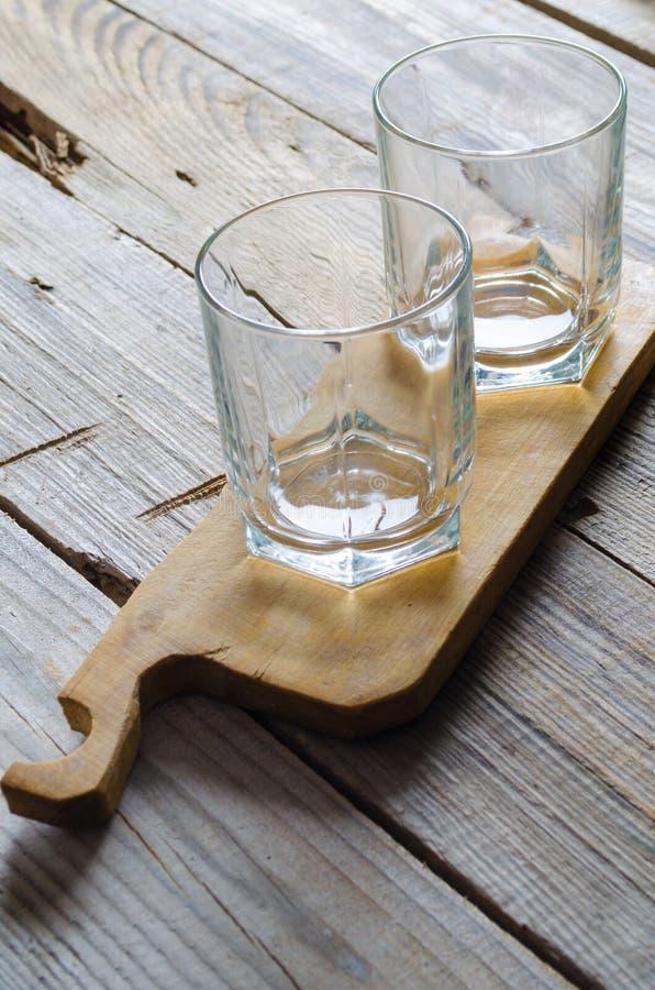 Due vetri di cocktail vuoti immagine stock libera da diritti