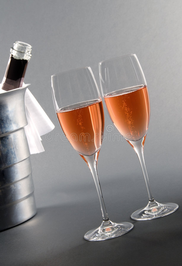 Due vetri di Rosé Champagne immagine stock libera da diritti