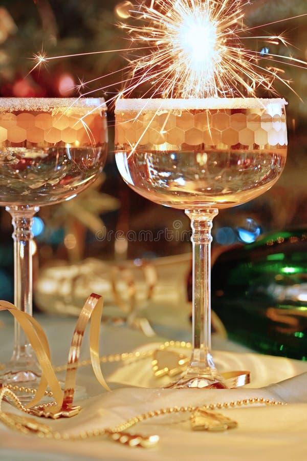 Due vetri e festività del champagne fotografia stock libera da diritti