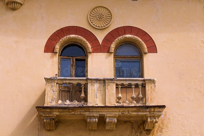 Due Windows al balcone fotografia stock