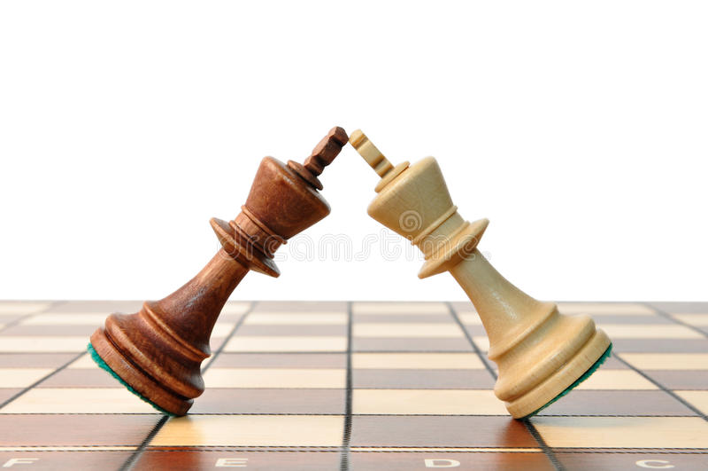 Duelo del ajedrez de los reyes imagenes de archivo