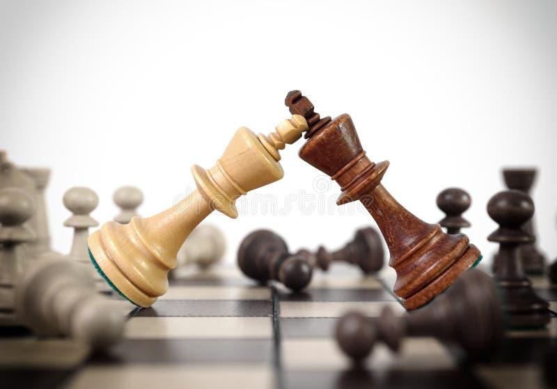 Duelo del ajedrez de los reyes fotografía de archivo