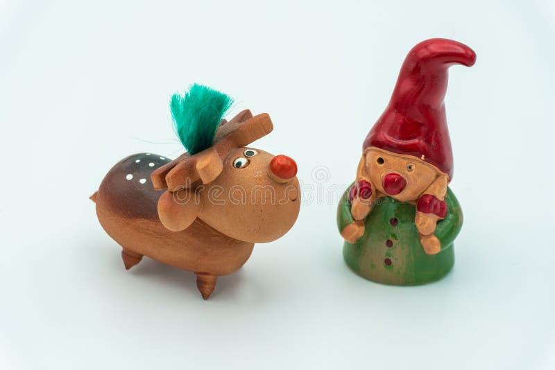 Duendes de la Navidad o gnomos y reno de la Navidad fotos de archivo libres de regalías