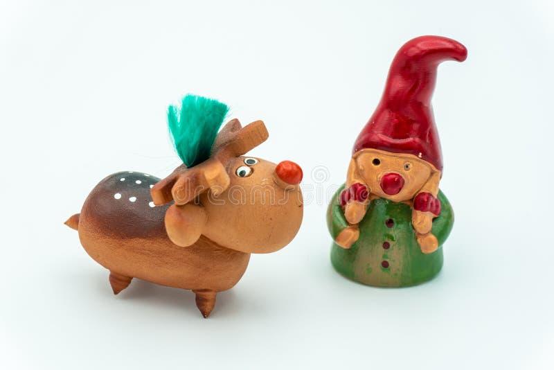 Duendes de la Navidad o gnomos y reno de la Navidad imagenes de archivo