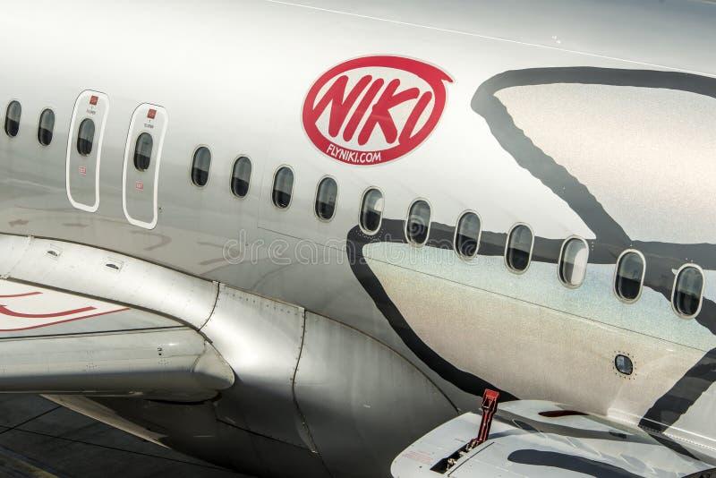 Download DUESSELDORF, ALEMANIA - 03 09 2017 Aviones De Niki Airlines Airberlin Partner En El Aeropuerto Foto editorial - Imagen de civil, europa: 100534766