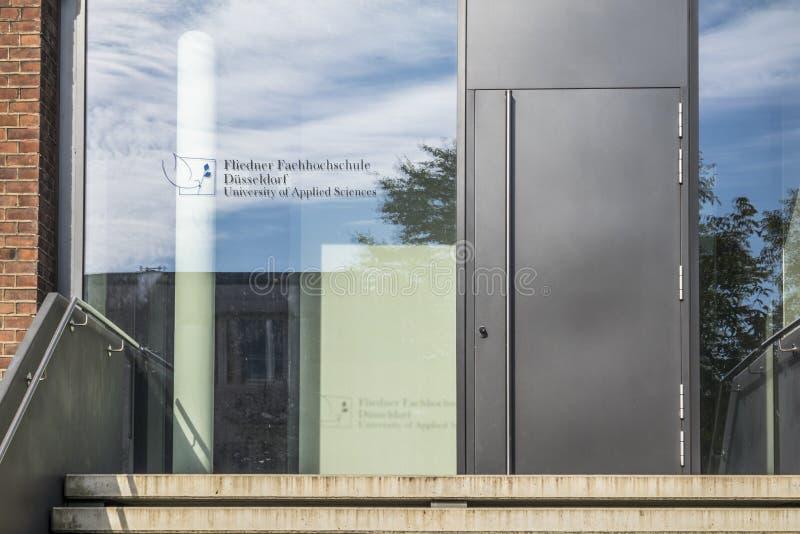 Duesseldorf, Alemania - 4 de septiembre de 2017: La universidad de Fliedner está trabajando basó en la tradición del Kaiserswerth foto de archivo