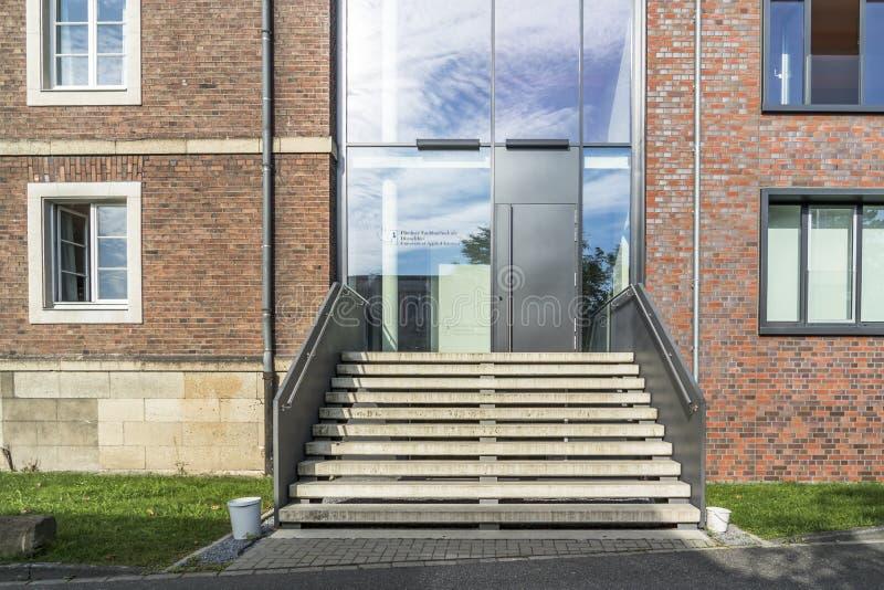 Duesseldorf, Alemania - 4 de septiembre de 2017: La universidad de Fliedner está trabajando basó en la tradición del Kaiserswerth foto de archivo libre de regalías