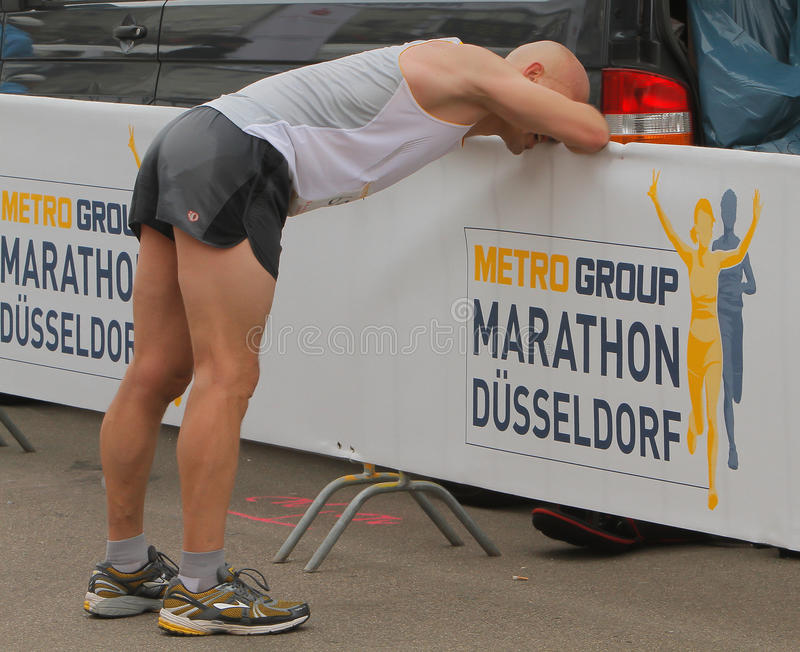 Download Duesseldorf Marathon editorial image. Image of city, orange - 24548765
