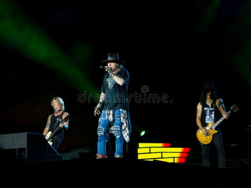Duff McKagan Axl Rose och snedstreck i roskonsert för vapen N - inte i denna livstid Sydamerika turnera royaltyfria bilder