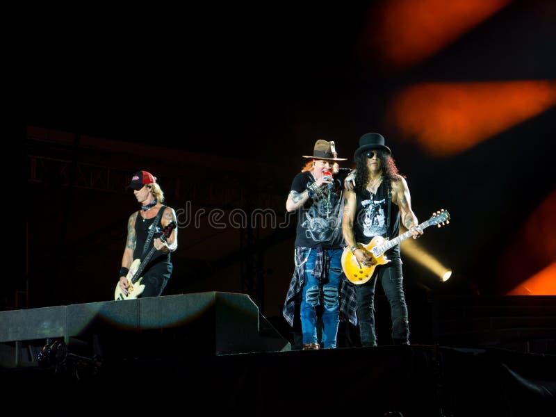 Duff McKagan Axl Rose och snedstreck i roskonsert för vapen N - inte i denna livstid Sydamerika turnera royaltyfri bild