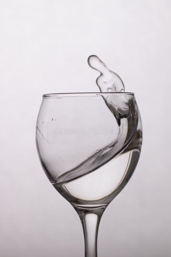 Duidelijk water in een glas royalty-vrije stock foto's
