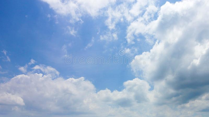 Duidelijke blauwe hemel stock foto