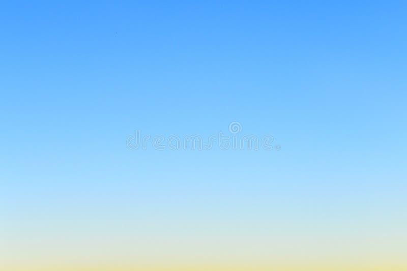 Duidelijke blauwe hemel stock afbeelding