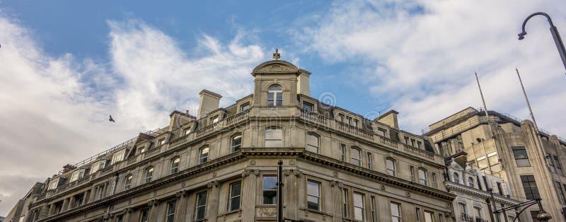 Duidelijke Blauwe Hemel in de Stad van Londen stock fotografie