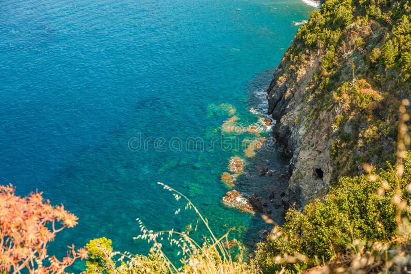 Duidelijke wateren in Ligurian kust stock afbeeldingen