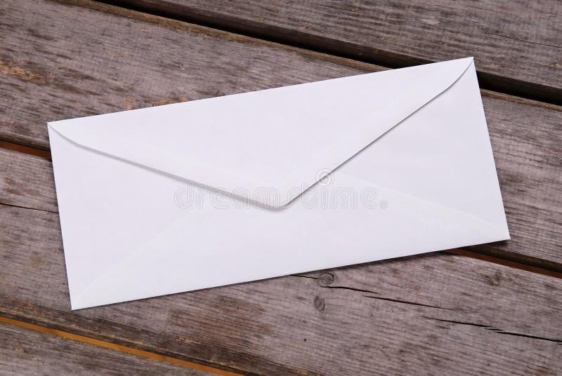 Duidelijke witte envelop stock afbeeldingen