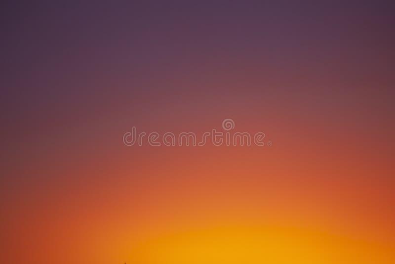 Duidelijke zonsopgang oranje hemel royalty-vrije stock fotografie