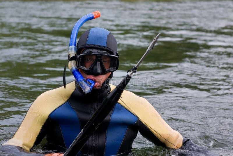 Duiker in het duikkostuum royalty-vrije stock fotografie