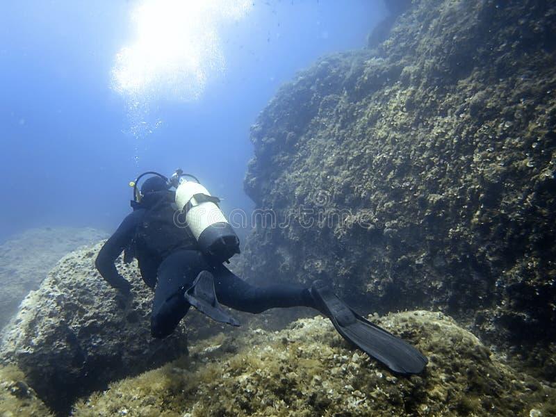 Duiker Onderwater onderwater De scuba-uitrusting duikt stock afbeeldingen
