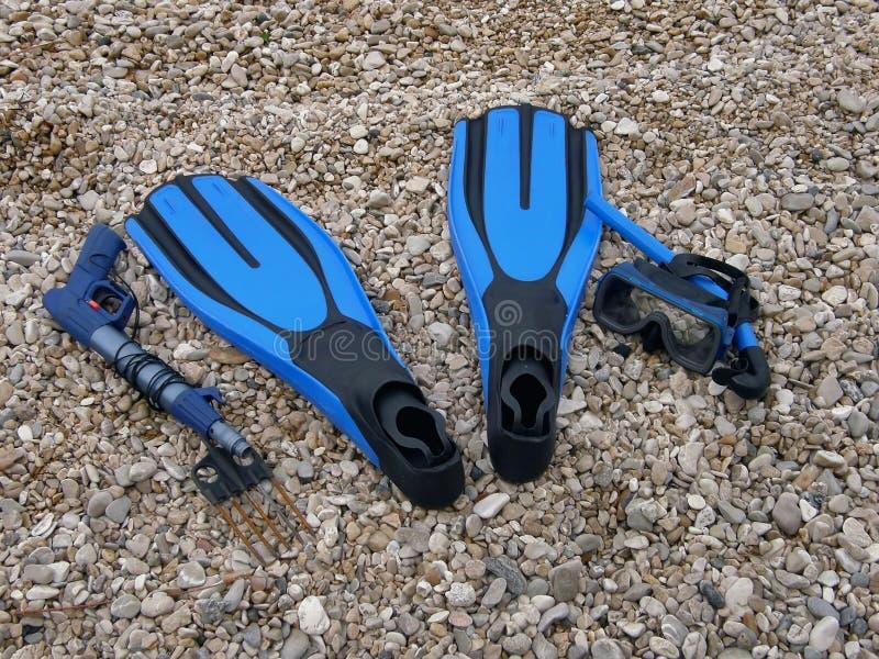 Duikuitrusting (vinnen, het duiken masker, harpoen) stock foto's