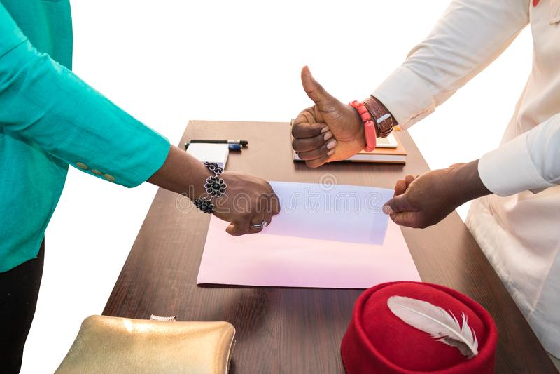 Duim op Bedrijfsuitwisseling in Afrika stock foto