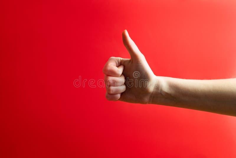 Duimen omhoog, het concept van het goedkeuringsgebaar Hand die a tonen royalty-vrije stock afbeelding
