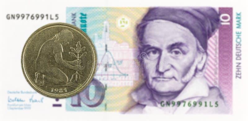 50 Duits pfennigmuntstuk tegen Duits Mark 10 bankbiljet royalty-vrije stock afbeelding