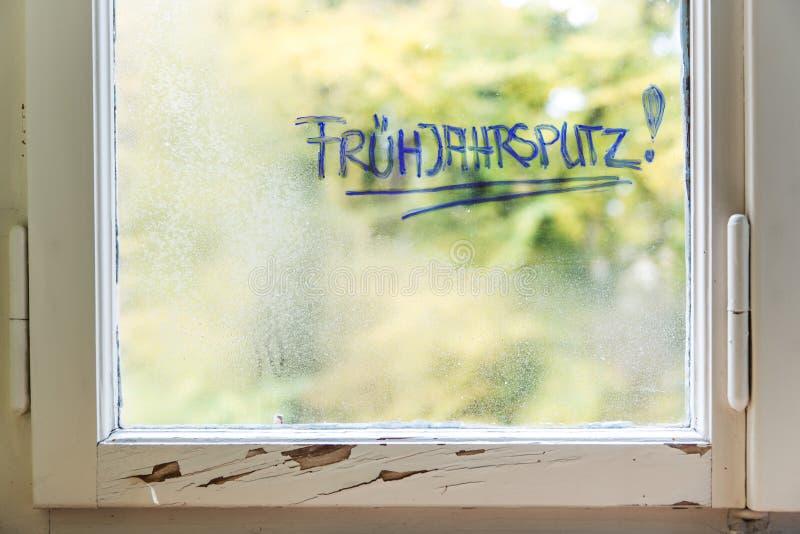 Duits woord frà ¼ hjahrsputz wat de lente het schoonmaken betekent stock afbeeldingen