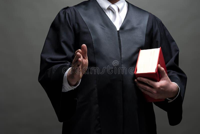 Duitse advocaat met een robe en een boek royalty-vrije stock afbeeldingen