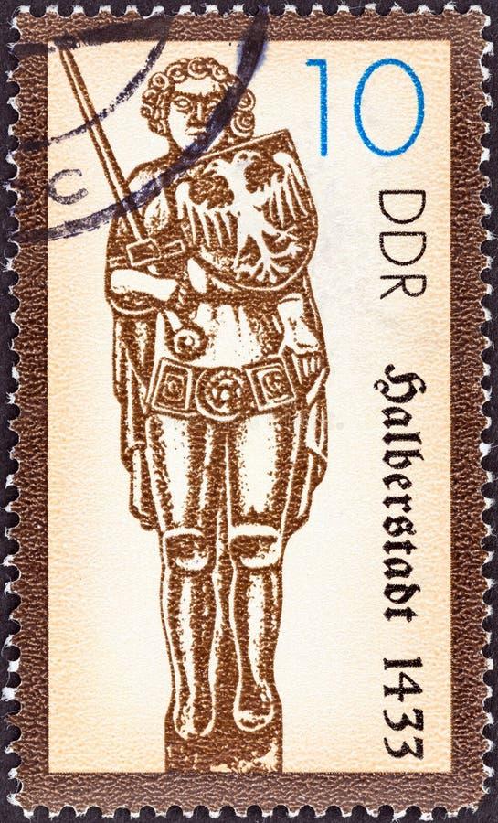 DUITSE DEMOCRATISCHE REPUBLIEK - CIRCA 1989: Een zegel in Duitsland wordt gedrukt toont Halberstadt, circa 1989 die royalty-vrije stock afbeelding