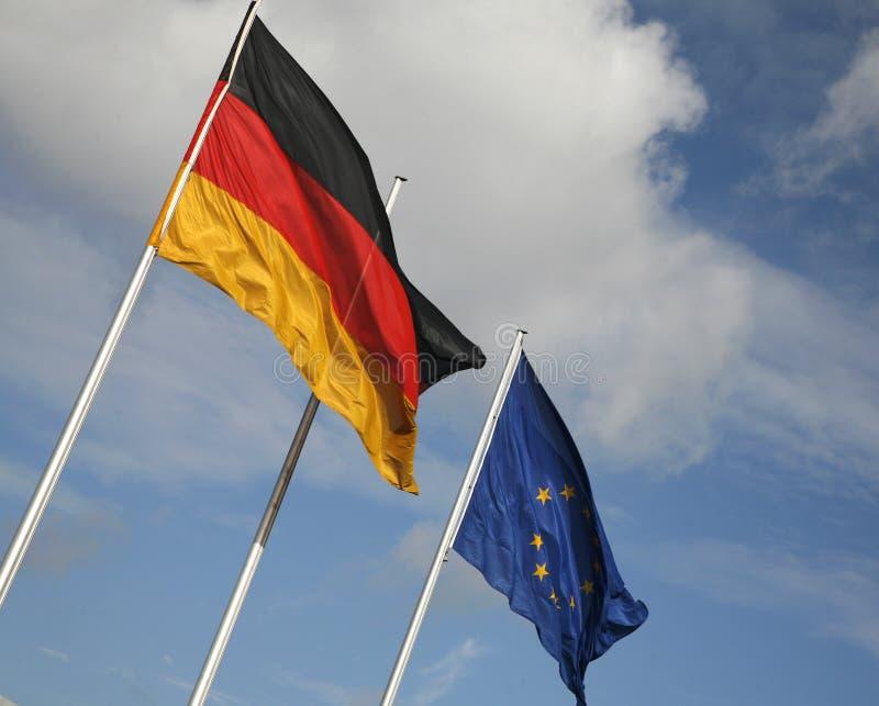 Download Duitse en Europese vlaggen stock foto. Afbeelding bestaande uit unie - 39101478