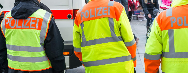 Duitse politieman bij openbare verrichting royalty-vrije stock afbeelding