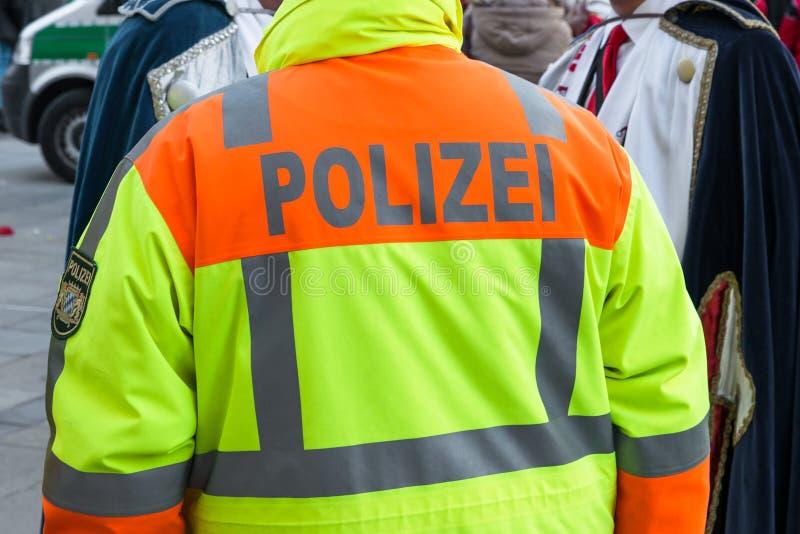 Duitse politieman bij openbare verrichting royalty-vrije stock fotografie