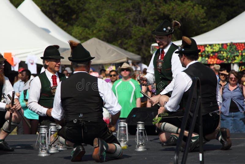 Duitse traditionele dansers stock foto