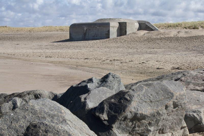 Duitse Wereldoorlog 2 bunker dichtbij Agger, Denemarken stock afbeelding