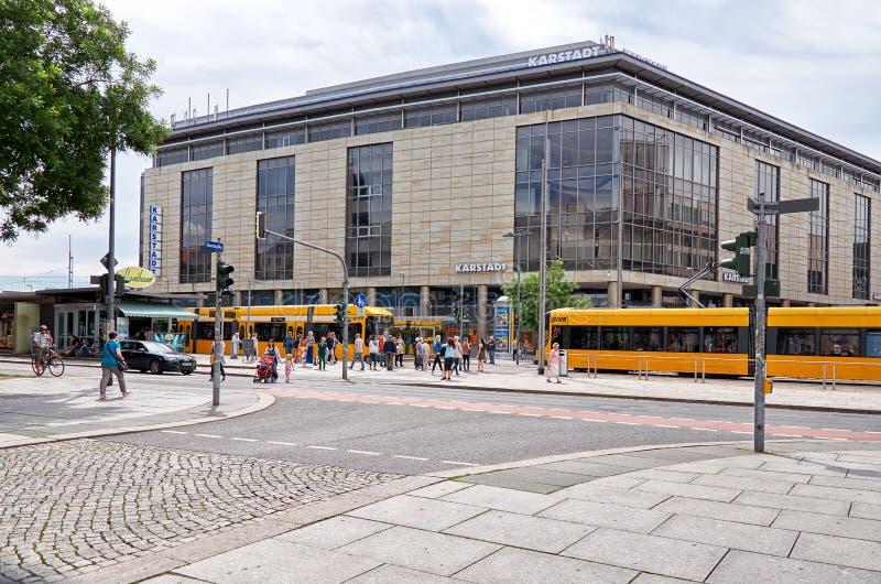 duitsland Trams op de straat van Praag in Dresden 16 Juni 2016 royalty-vrije stock afbeeldingen