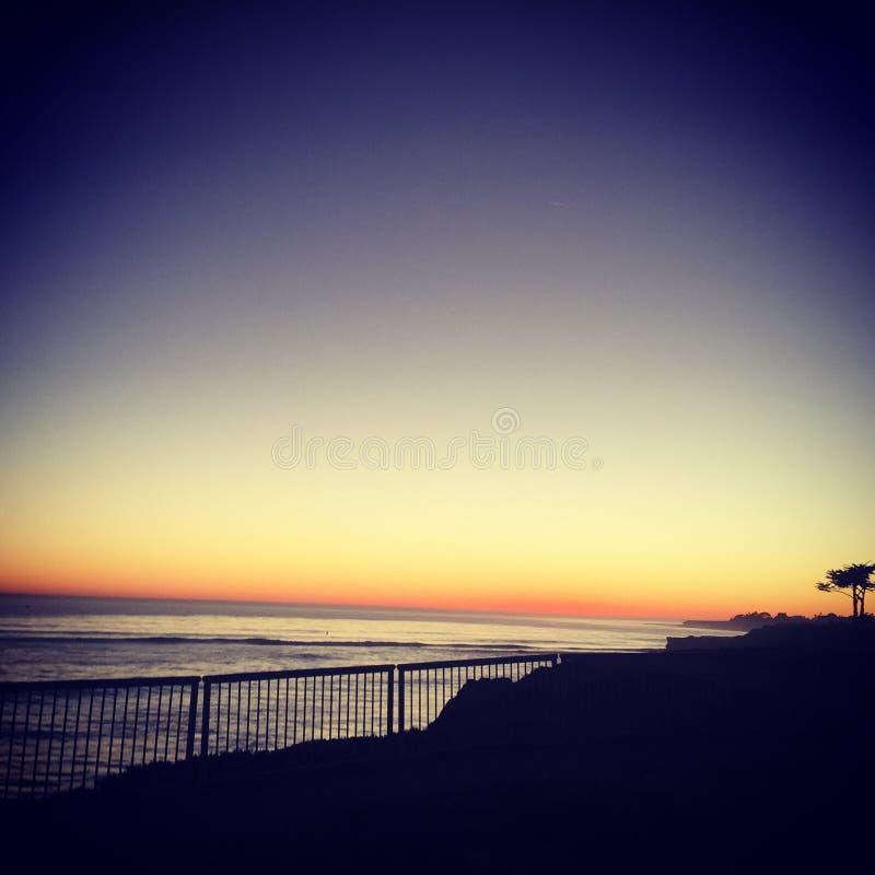 Duizend gedachten in de stilte van zonsondergang! royalty-vrije stock foto