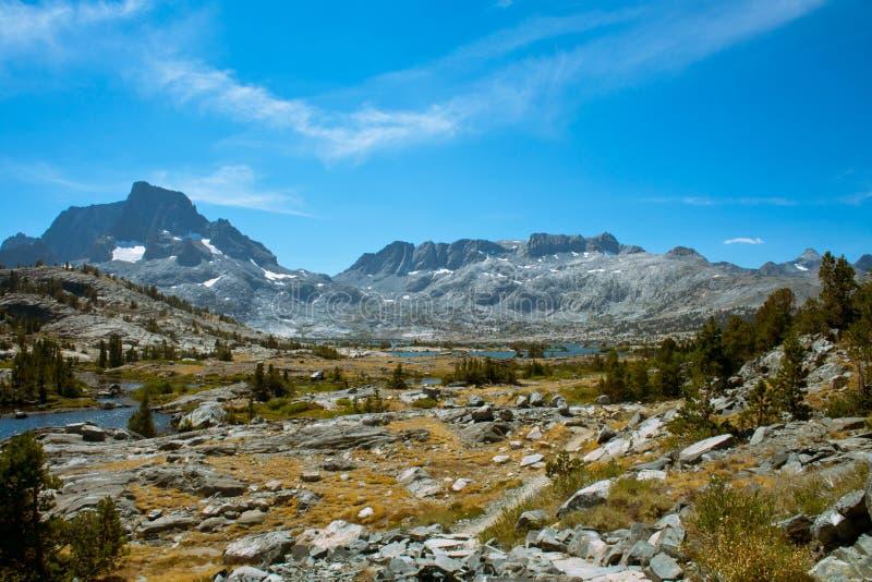 Duizend van de Eilandmeer en Banner Piek op John Muir Trail royalty-vrije stock afbeeldingen
